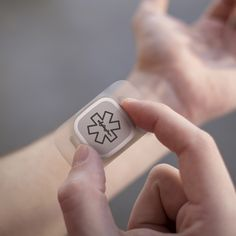This wearable design concept helps epilepsy sufferers manage symptoms, predict potential seizures and alert passersby or loved ones when having a fit.