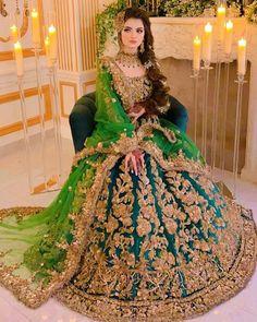 Mehndi Dress For Bride, Pakistani Mehndi Dress, Bridal Mehndi Dresses, Desi Wedding Dresses, Asian Bridal Dresses, Pakistani Formal Dresses, Bridal Outfits, Pakistani Bridal Makeup Red, Pakistani Bridal Hairstyles