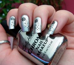 sooooooo awesome!!!!!!!!!!!! Chrome Dice Nail Art