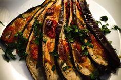Gebackene Auberginen, ein tolles Rezept aus der Kategorie Gemüse. Bewertungen: 172. Durchschnitt: Ø 4,4.