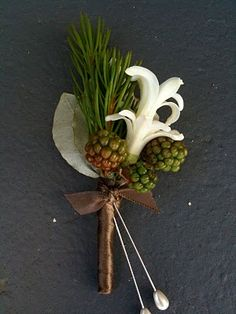 I love this boutonniere. It is so pretty and unique! Makes me want to work in a floral shop again.