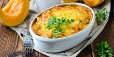 This Winter Pumpkin Pasta Bake is true comfort food. It combines one of my favorite winter vegetables with the concept of mac 'n cheese. So yummy. Quick Easy Meals, Healthy Dinner Recipes, Vegetarian Recipes, 200 Calorie Meals, Lasagne Recipes, Pumpkin Pasta, Pasta Bake, Vegan Dinners, Pumpkin Recipes