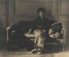 Rita de Acosta Lydig, Cuban-American socialite & fashion enthusuast. Photograph by Baron Adolf de Meyer 1913.