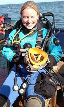 Scuba Wetsuit, Diving Wetsuits, Scuba Gear, Women's Diving, Mascot Costumes, Snorkeling, Trekking, Captain America, Underwater