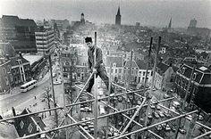 Twitter / ZowasUtrecht: Janskerkhof 1977   Een steigerbouwer tijdens de restauratie van de Janskerk (Foto HUA).