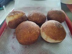 Nadýchané šišky (fotorecept) - recept | Varecha.sk Muffin, Breakfast, Food, Basket, Morning Coffee, Essen, Muffins, Meals, Cupcakes