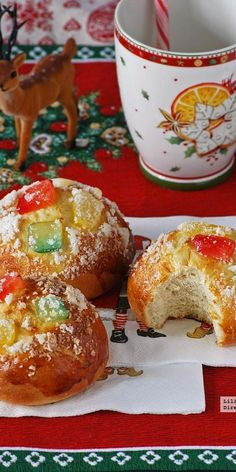 Roscón de Reyes en forma de bollos individuales. Receta de Navidad Xmas Food, Christmas Desserts, Christmas Treats, Christmas Time, Christmas Cookies, Sweet Cooking, Cooking With Kids, Mexican Food Recipes, Sweet Recipes