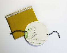 Thaumatrope paper optical toy illusion - original illustration - One bigger fish Persistence Of Vision, Paper Puppets, Big Fish, Single Image, Illusions, Illustration, Sunglasses Case, Zip Around Wallet, Coin Purse