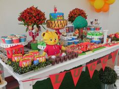 O Lucca completou 2 aninhos...e esse desenho é um dos seus favoritos!           Pão de mel      Cupcakes      Pop Cakes                   ...