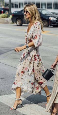 25 of the Most Stylish Dresses to Wear to a Spring Wedding – Summer Outfits – Summer Fashion Tips Floral Midi Dress, Boho Dress, Dress Skirt, Dress Up, Floral Dresses, Floral Dress Wedding, Summer Floral Dress, White Floral Dress, Dresses Dresses