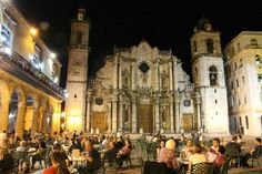 Trip advisor reviews of this plaza in Cuba.  The headlines are easy to read, and there are great pictures. Unit 6, La Plaza de la Catedral, 168-169/Unit Opener.