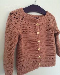 Miss Thys kreahjørne: Recipe for Crochet Triangle Sweater Crochet Baby Sweaters, Crochet Baby Clothes, Crochet Toddler, Crochet For Kids, Crochet Cardigan Pattern, Knit Crochet, Crochet Dress Girl, Diy Fashion Projects, Crochet Triangle