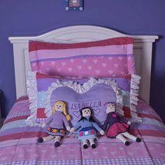 These cute crochet dolls are the perfect handmade gift for a girl! Get them here / Estas lindas muñecas de crochet hechas a mano son el perfecto regalo hecho a mano para una niña. Consíguelas aquí