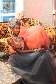 chaise + pattern wallpaper = luscious   Nyfw :: Whit + Lulu Frost