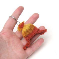 Mini Jayne Hat Keychain by NeedleNoodles on Etsy Yarn Projects, Crochet Projects, Cute Crochet, Knit Crochet, Nerd Crafts, Big Knits, Love Craft, Learn To Crochet, Knit Patterns