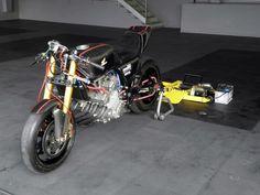 RocketGarage Cafe Racer: CBX Brancquart Compétition