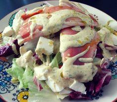 Räucherforelle mit Mozzarella auf Salatbett