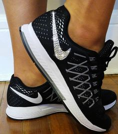 new arrival c5f12 5aa84 Blinged out Nike Pegasus, Bling Nikes, Swarovski Nikes, Blinged out Nikes…  Calzado