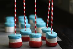 Super FUN! 4th of July Marshmallow Pops - from @Wendy Hondroulis / Wenderly