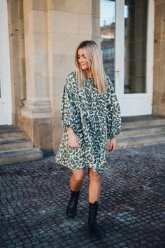 Lexi Dress Leo/Camouflage – Karokauer Wedding Photographer Outfit, Camouflage, Models, Leo, Chic, Outfits, Collection, Dresses, Fashion