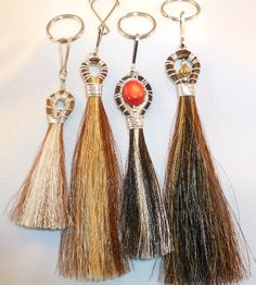 Horsehair Tassle - Memorial idea Horse Hair Bracelet, Horse Hair Jewelry, Horseshoe Projects, Horseshoe Crafts, Horse Hair Braiding, Horse Tail, Horse Crafts, Hair Creations, Shoe Art
