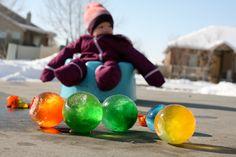Des grosses boules de couleurs pour décorer l'extérieur! Ça devient un jeu!? - Décoration - Des idées de décorations pour votre maison et le bureau - Trucs et Bricolages - Fallait y penser !
