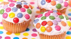 كب كيك العيد المزين بالحبات الملونة لعيد ميلاد طفلك