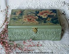 Decoupage Box, Decoupage Vintage, Diy And Crafts, Arts And Crafts, Bottle Box, Antique Boxes, Altered Boxes, Painted Boxes, Box Art