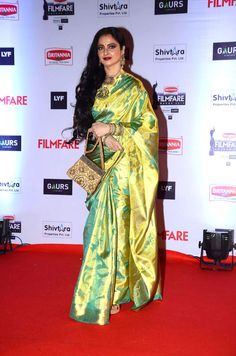 #Rekha is still the queen when it comes to #fashion on the red carpet with her #trademark #Kanjeevaram saree.
