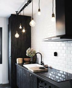 Una idea sencilla y muy original para iluminar la cocina