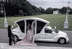 This 'Exclusive Limo' based on Chrysler's late and unlamented PT Cruiser was designed to transport Russian about-to-be-weds in, er, style. Weird Cars, Cool Cars, Crazy Cars, Wedding Limo, Luxury Wedding, Wedding Car Decorations, Quince Decorations, Porsche, Russian Wedding