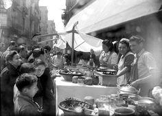 Saint Ponç Fair, Barcelona circa 1930 / Parada de venda d'herbes a la Fira de Sant Ponç. Barcelona, anys '30. Col·lecció Merletti
