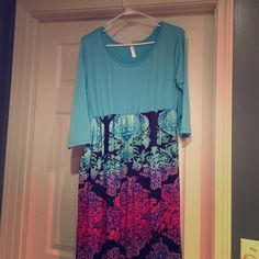 Beautiful, Stretchy Maxi dress This is a beautiful Maxi, very flattering. Colors are magical! Never worn. Dresses Maxi