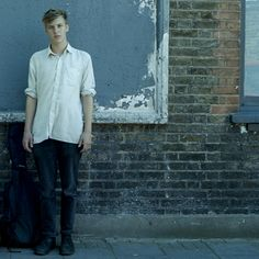 George Ezra his voice is so unique watch out for him
