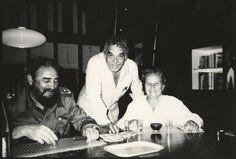 Universidad de Texas abre el archivo de García Márquez.  Fotografía de divulgación sin fecha donde se ve a Gabriel García Márquez (c) junto a su amigo Fidel Castro (i) y a la agente literaria española Carmen Balcells tomada en los años 80 en La Habana (Cuba).