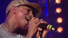 Daft Punk - Get Lucky ft. Pharrell Williams (First Live Performance HD @ HTC live) - playlist de l'été