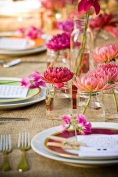 Simple Floating Flowers in Mini #MasonJars I Champagne Wedding Coordination I #centerpiece #bridalshower #bridalshowerideas