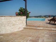Piastrelle in gres porcellanato - Le piastrelle in gres porcellanato sono l'ideale per pavimentare un terrazzo coniugando al meglio stile e funzionalità.