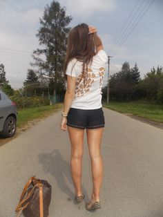 http://www.abaday.com/white-short-sleeve-back-hollow-wing-t-shirt.html?APPID=3590