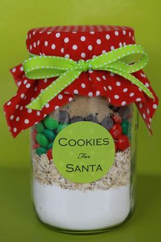 The best Homemade Christmas Presents are sometimes the best present you can give someone! I have compiled a list of the easiest and best Homemade Christmas Presents I could find. There are recipes for Homemade Christmas Presents and step by step. Christmas Jar Gifts, Christmas Goodies, Christmas Treats, Holiday Treats, Holiday Fun, Christmas Holidays, Cheap Christmas, Christmas Craft Fair, Christmas Baskets