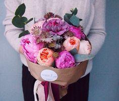 Букет с пионами и розами Дэвида Остина