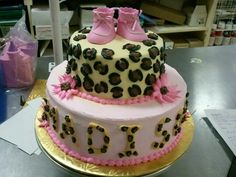 8x5 2-tier Cheetah Print and Pink daisies with toy booties on top