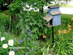 Blue birdhouse - Gallery of Birdhouse Ideas