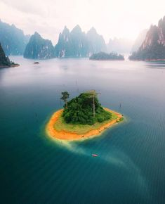 📍Khao Sok National Park ‼❤🔸️ 🌴Khao Sok National Park, Thailand 💙Tag someone you'd like to go there with. Temple Thailand, Visit Thailand, Phuket Thailand, Thailand Tourism, Thailand Travel, Most Beautiful Beaches, Beautiful Places To Visit, Tourist Places, Places To Travel