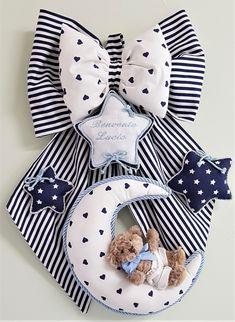 Il momento più esaltante di tutta la nostra esistenza va ricordato e festeggiato con tanto amore e tanta partecipazione. Baby Room Design, Baby Room Decor, Baby Door Decorations, Ornament Template, Baby Co, Cross Stitch Baby, Baby Supplies, Craft Stick Crafts, Baby Sewing