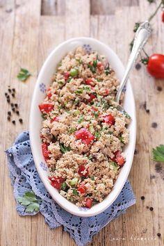 Couscous cu macrou si roii, reteta de salata de vara cu gust desavarsit. Mod de preparare coucous si ingrediente pentru salata cu macrou.