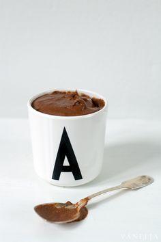 Lasten ja vanhempien hemmotteluhetkiin - unelmainen suklaavanukas, joka pistää nuolemaan myös kulhon.