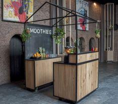 Onze eikenhouten smoothiebar met zwart staal. #mobiele #hippe #industriële #moderne #smoothiebar #bartender #smoothie #fresh #juice #verse #sappen #evenementen #feesten #oplocatie #barcompany