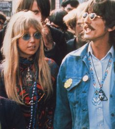 hippies pattie boyd and Beatle, George Harrison Hippie Style, Mode Hippie, Hippie Love, Hippie Couple, Hippie Man, Hippie Chic, Pattie Boyd, George Harrison, Patti Harrison