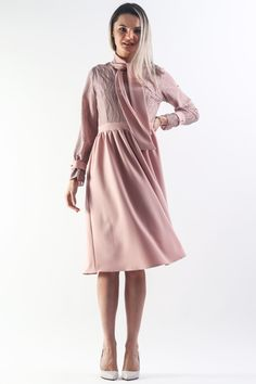 Work Fashion, Elegant Dresses, Street Wear, City, Dress, Stylish Dresses, Dress Up Clothes, Streetwear, Cities